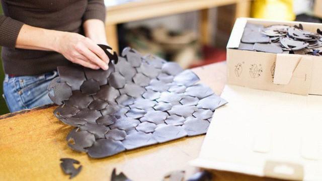 Không còn bị đốt bỏ, hàng tồn của Burberry được tái chế thành sản phẩm thời trang vì môi trường theo nhữngh rất đặc thù - Ảnh 3.