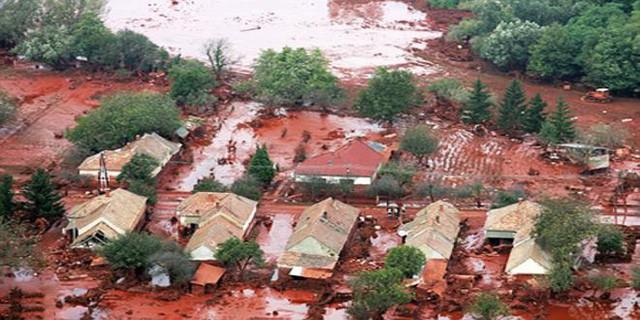 Sự thật về những cơn mưa máu gắn với điềm báo chết chóc, hủy diệt - Ảnh 1.