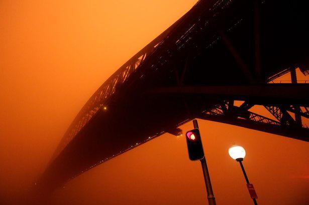 Sự thật về những cơn mưa máu gắn với điềm báo chết chóc, hủy diệt - Ảnh 2.