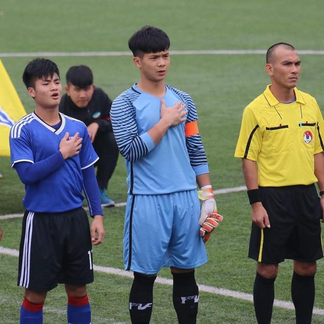 Chàng thủ môn của U19 Việt Nam điển trai, tài năng không kém Bùi Tiến Dũng - Ảnh 13.