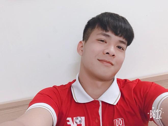 Chàng thủ môn của U19 Việt Nam điển trai, tài năng không kém Bùi Tiến Dũng - Ảnh 4.