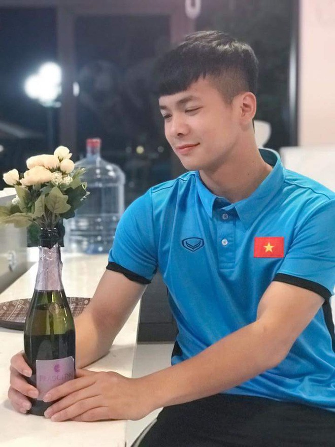 Chàng thủ môn của U19 Việt Nam điển trai, tài năng không kém Bùi Tiến Dũng - Ảnh 6.