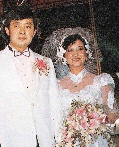 Bà trùm giải trí quyền lực bậc nhất TVB, U70 được tình trẻ đáng tuổi con say mê - Ảnh 6.