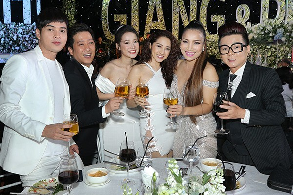 Sự thật về hình ảnh Hồ Quang Hiếu nhìn trộm Bảo Anh từ xa trong đám cưới Trường Giang - Ảnh 5.