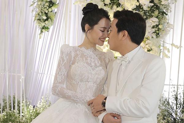 Sự thật về hình ảnh Hồ Quang Hiếu nhìn trộm Bảo Anh từ xa trong đám cưới Trường Giang - Ảnh 1.