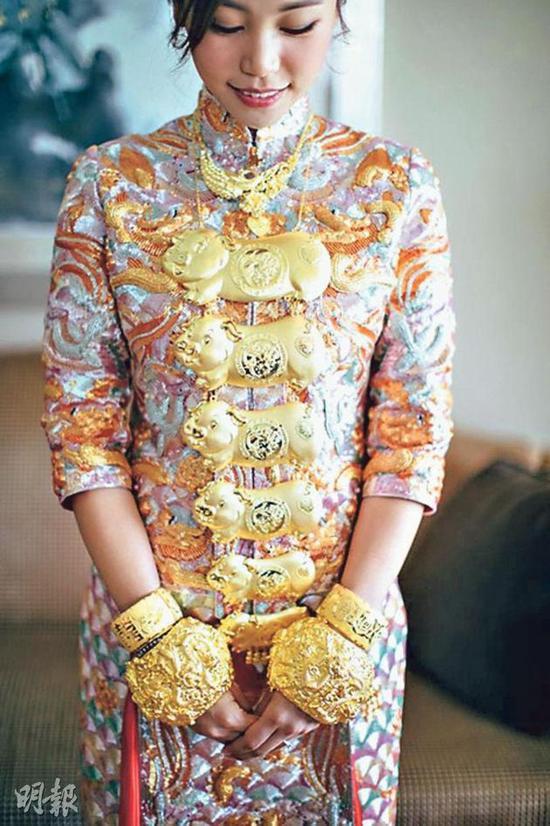 Bà trùm giải trí quyền lực bậc nhất TVB, U70 được tình trẻ đáng tuổi con say mê - Ảnh 9.