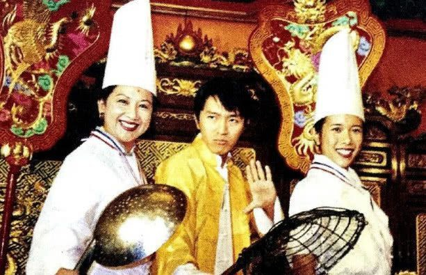 Bà trùm giải trí quyền lực bậc nhất TVB, U70 được tình trẻ đáng tuổi con say mê - Ảnh 2.
