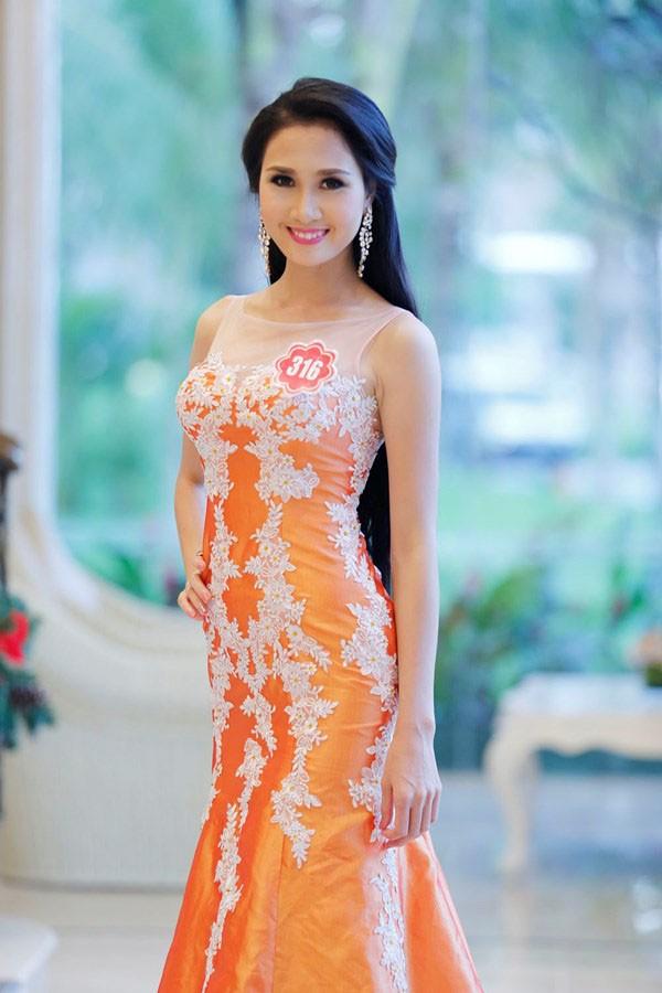 Hình ảnh thí sinh có mái tóc đẹp nhất Hoa hậu Việt Nam 2014 cạo trọc đầu gây xôn xao - Ảnh 3.
