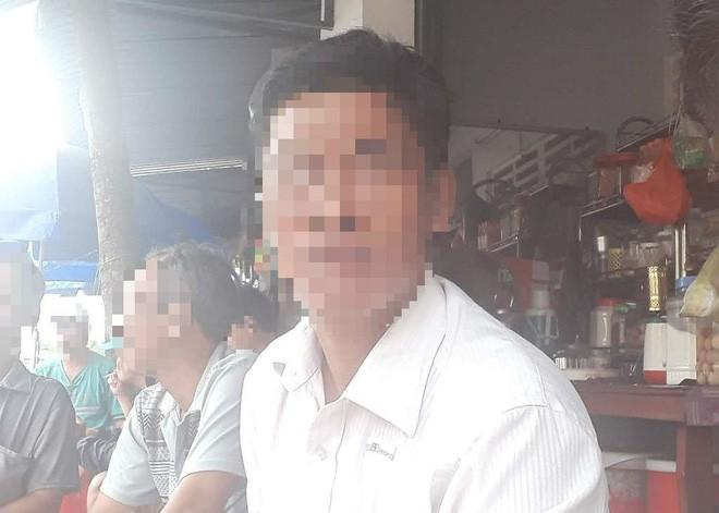 Mẹ của thiếu niên hiếp dâm bé gái 8 tuổi ngất xỉu, phải nhập viện cấp cứu - Ảnh 1.