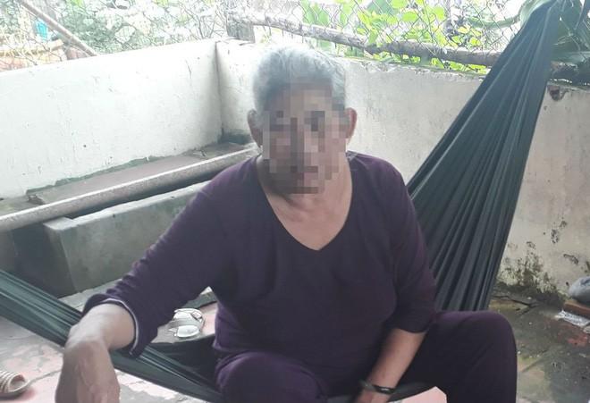 Mẹ của thiếu niên hiếp dâm bé gái 8 tuổi ngất xỉu, phải nhập viện cấp cứu - Ảnh 3.