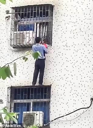 Nghe tiếng gào khóc của đứa trẻ tầng 3, người đàn ông lập tức hóa người nhện tay không ứng cứu - Ảnh 3.