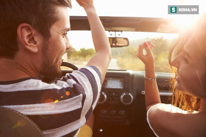 8 việc không nên làm khi đặt chân lên xe ô tô: Điều thứ 3 các bà vợ hay mắc nhất! - Ảnh 1.