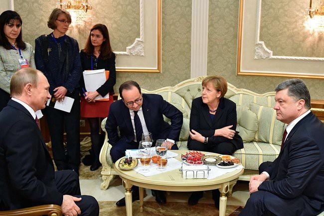 Cựu TT Pháp: Ông Putin từng đe dọa nghiền nát quân đội Ukraine vì quá tức giận ông Poroshenko - Ảnh 2.