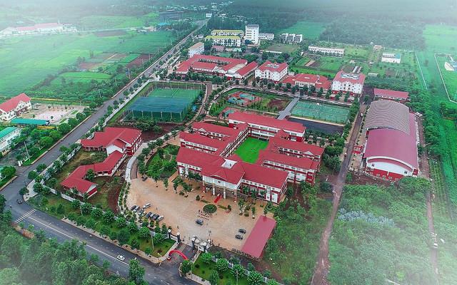 Ô tô đỗ kín đường trong lễ khai giảng ở trường tư lớn nhất Đắk Lắk - Ảnh 10.