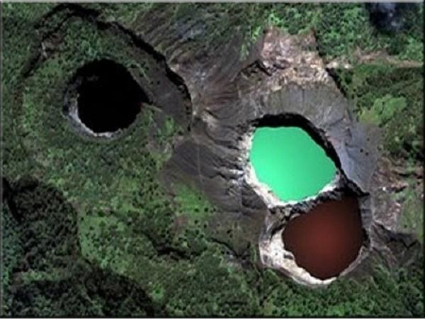 Bí ẩn về những hồ nước đổi màu liên tục trong năm - Ảnh 1.