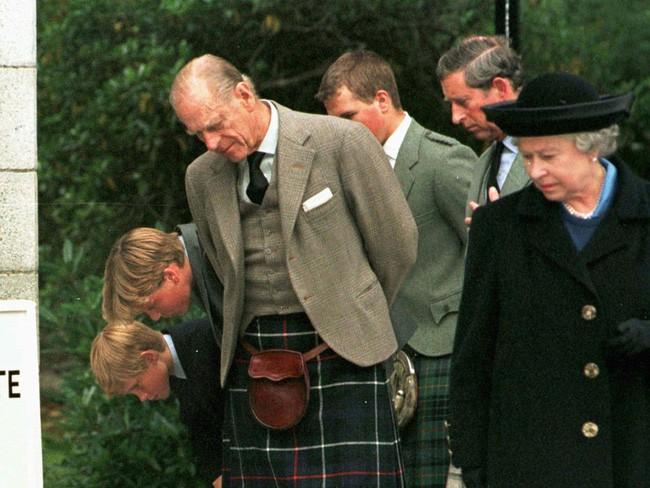 """5 ngày sau khi Công nương Diana qua đời, Nữ hoàng Anh đã làm điều đặc biệt dành cho con dâu cũ và thừa nhận """"tôi ngưỡng mộ cô ấy"""" - Ảnh 2."""