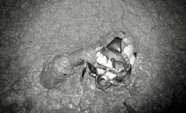 Tâm sự của một thợ lặn bể phốt chuyên nghiệp: Không bao giờ ăn thịt gà trước khi lặn, ông nào cởi đồ cho bọn tôi mới là người khổ! - Ảnh 3.