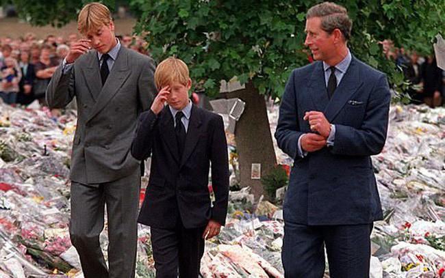 """5 ngày sau khi Công nương Diana qua đời, Nữ hoàng Anh đã làm điều đặc biệt dành cho con dâu cũ và thừa nhận """"tôi ngưỡng mộ cô ấy"""" - Ảnh 3."""