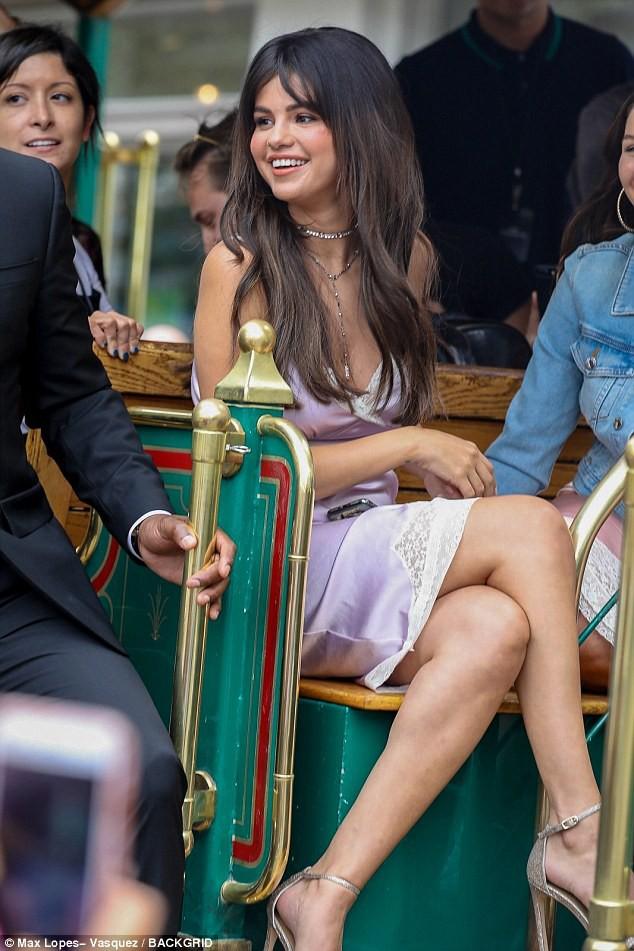 Loạt ảnh xinh ngất ngây của Selena Gomez chứng minh: Con gái đẹp nhất khi không thuộc về ai cả! - Ảnh 4.