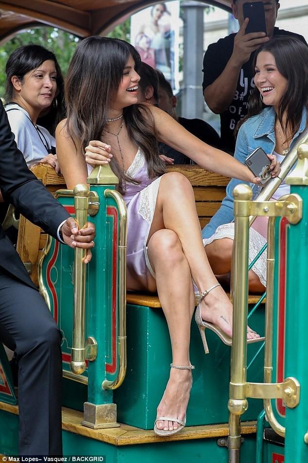 Loạt ảnh xinh ngất ngây của Selena Gomez chứng minh: Con gái đẹp nhất khi không thuộc về ai cả! - Ảnh 5.