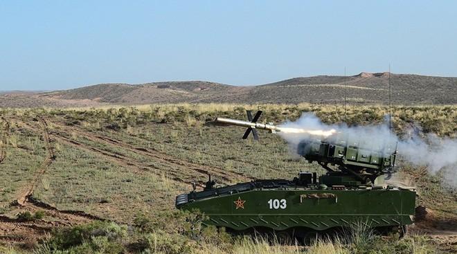 Sina: Tên lửa HJ-10 có thể diệt lữ đoàn thiết giáp Mỹ trong 4 phút, đến Nga cũng ghen tị - Ảnh 1.