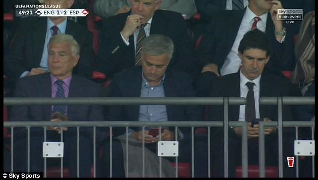 Luke Shaw bất tỉnh sau chấn thương hi hữu, Mourinho lo sốt vó - Ảnh 6.