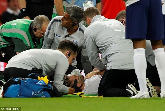 Luke Shaw bất tỉnh sau chấn thương hi hữu, Mourinho lo sốt vó - Ảnh 5.