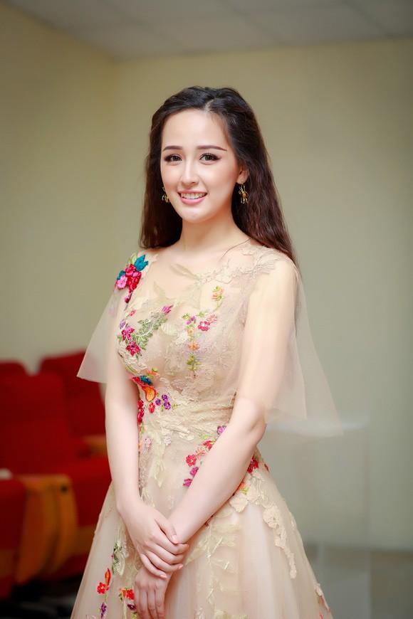 Tân Hoa hậu Hoàn vũ Việt Nam bị chê ứng xử lạc đề, Mai Phương Thúy lên tiếng - Ảnh 1.