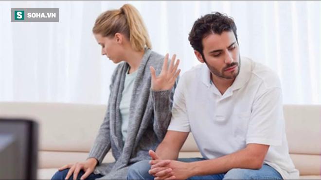 Vừa cưới đã đòi bỏ vợ, 1 viên ngói và 1 cục bông đã khiến anh chồng thay đổi quyết định - Ảnh 1.