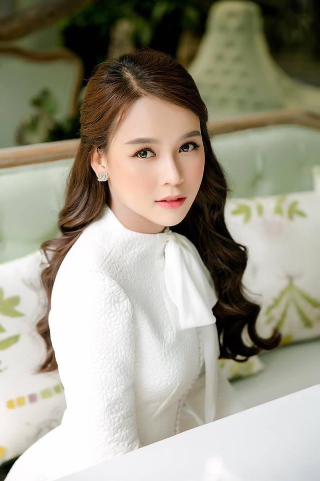 Tuổi 27 rực rỡ của Sam - cựu hot girl số 1 Sài Thành: Có trong tay 2 triệu USD, độc thân không thuộc về ai - Ảnh 2.