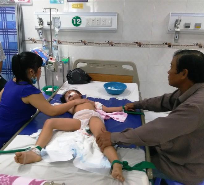 Vụ bố cho 3 con uống thuốc trừ sâu: Người mẹ kể con lớn đòi lên SG, nếu không sẽ bỏ nhà - Ảnh 1.