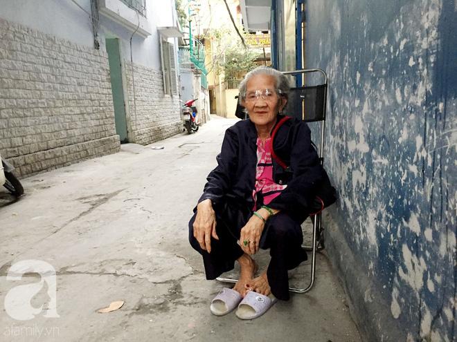 Xe bánh mì ngon nức tiếng Sài Gòn của bà Tư Trầu: 60 năm tuổi đời vẫn làm mê lòng những thực khách sành ăn - Ảnh 1.