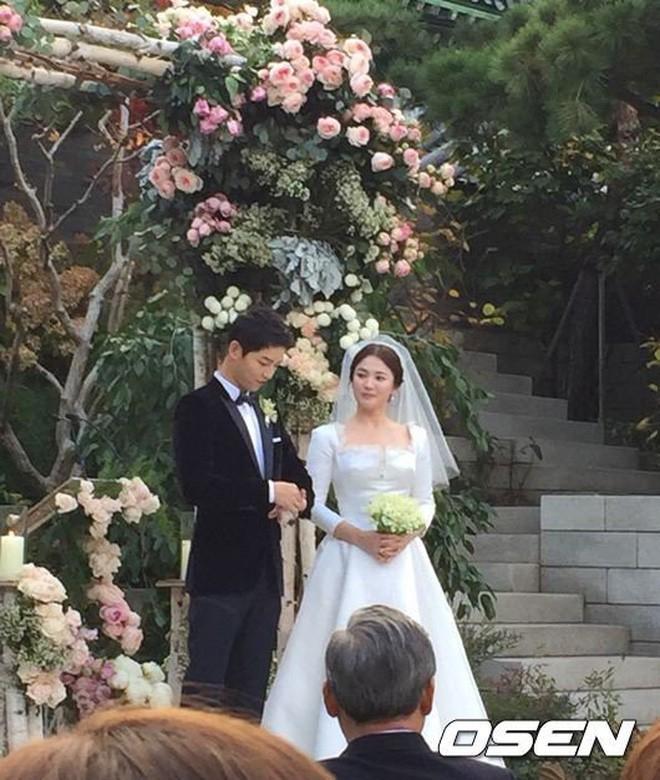 Chuyện đám cưới Song Song giờ mới kể: Vì phản ứng này của Song Hye Kyo, nữ ca sĩ thân thiết đã bật khóc - Ảnh 2.