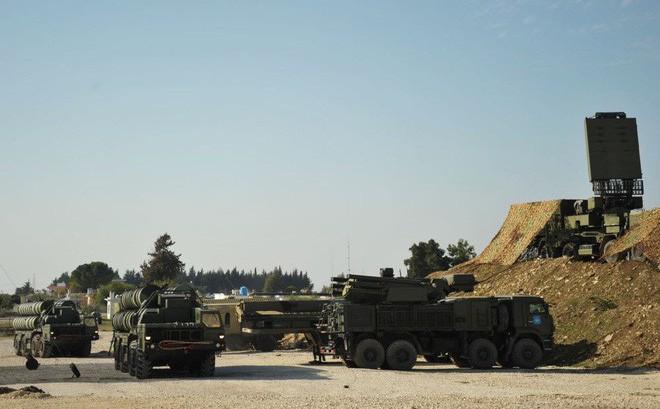 Nga loạng choạng chống trả tập kích đường không kiểu bầy đàn tầm cực gần ở Syria - Ảnh 2.