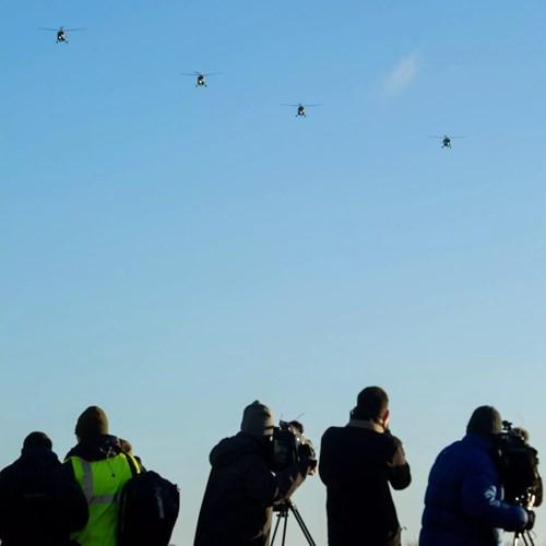 """Chùm ảnh chuyến bay """"giã từ binh nghiệp"""" của trực thăng Lynx ở Anh - Ảnh 8."""