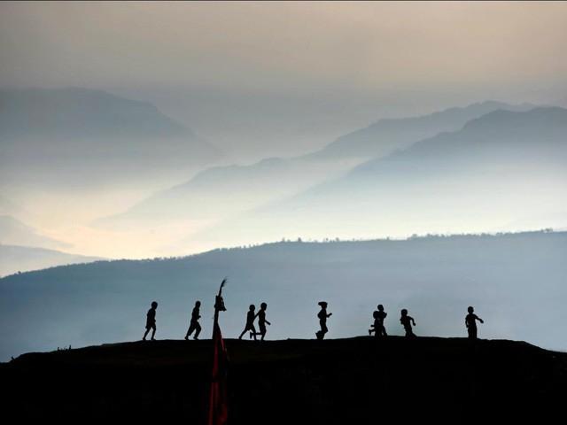 """Câu chuyện """"Người đàn ông hạnh phúc nhất thế giới"""": Sáng thức dậy ngắm mặt trời mọc, dành hàng giờ để cầu nguyện cho người khác bình an - Ảnh 2."""