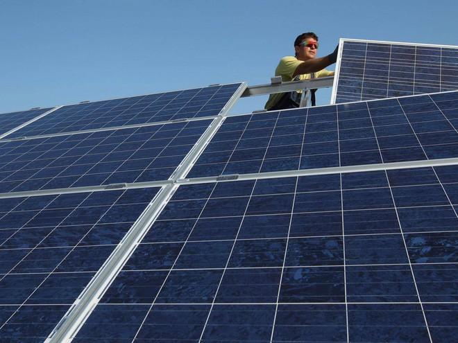 Báo cáo mới cho thấy năng lượng tái tạo sẽ rẻ hơn nhiên liệu hoá thạch vào năm 2020 - Ảnh 1.