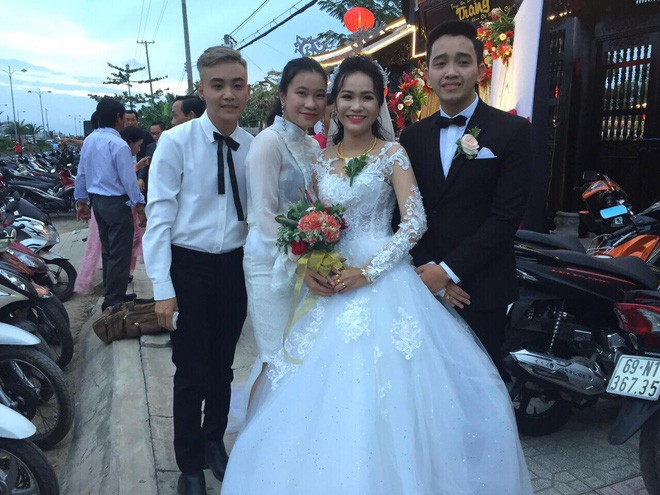 Hình ảnh chú rể khóc như mưa trong ngày cưới vì thương bố mẹ vợ đã gả con gái cho mình khiến cộng đồng mạng xôn xao - Ảnh 2.