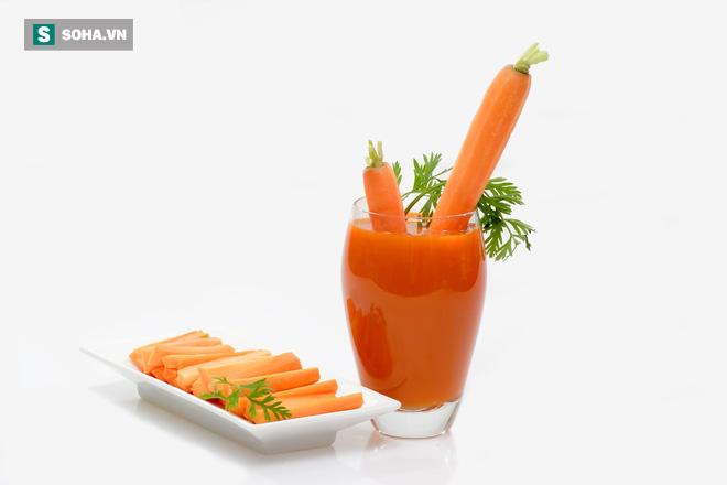 Uống nhiều nước ép cà rốt: Lợi hay hại? - Ảnh 1.
