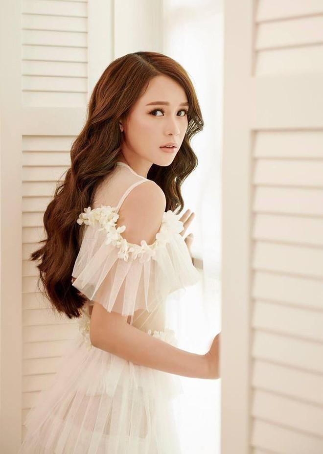 Tuổi 27 rực rỡ của Sam - cựu hot girl số 1 Sài Thành: Có trong tay 2 triệu USD, độc thân không thuộc về ai - Ảnh 12.