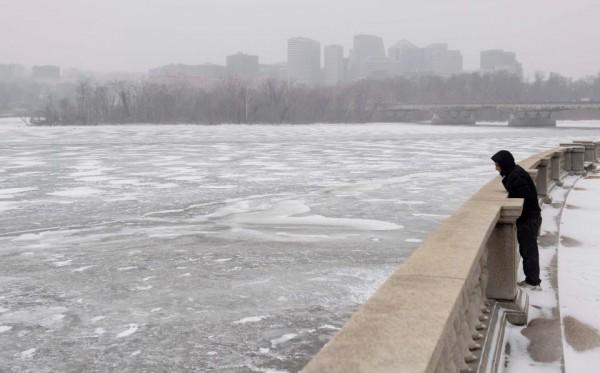 Nước Mỹ tê cứng trong 'bom bão tuyết': Người chết cóng, cá mập sốc nhiệt và hàng loạt ô tô 'biến mất' - Ảnh 12.