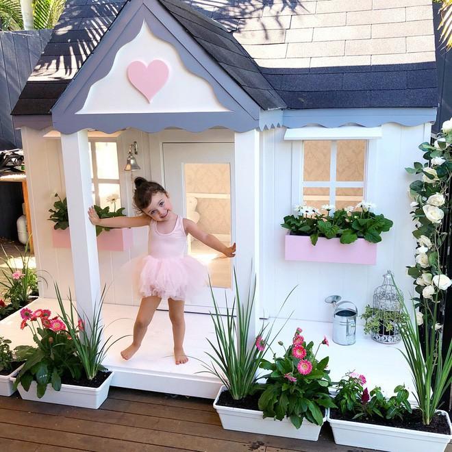 Cuộc sống xa xỉ của bé gái đẹp tựa thiên thần với tủ đồ hiệu mà mọi người lớn phải mơ ước - Ảnh 12.