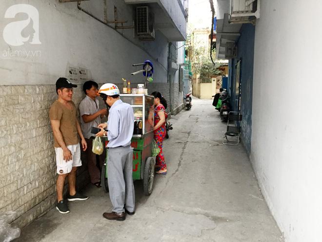 Xe bánh mì ngon nức tiếng Sài Gòn của bà Tư Trầu: 60 năm tuổi đời vẫn làm mê lòng những thực khách sành ăn - Ảnh 12.