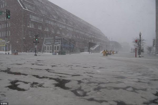 Nước Mỹ tê cứng trong 'bom bão tuyết': Người chết cóng, cá mập sốc nhiệt và hàng loạt ô tô 'biến mất' - Ảnh 15.