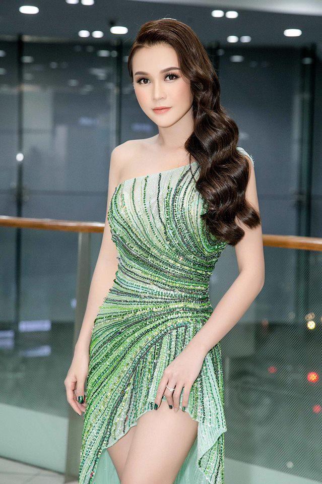 Tuổi 27 rực rỡ của Sam - cựu hot girl số 1 Sài Thành: Có trong tay 2 triệu USD, độc thân không thuộc về ai - Ảnh 16.