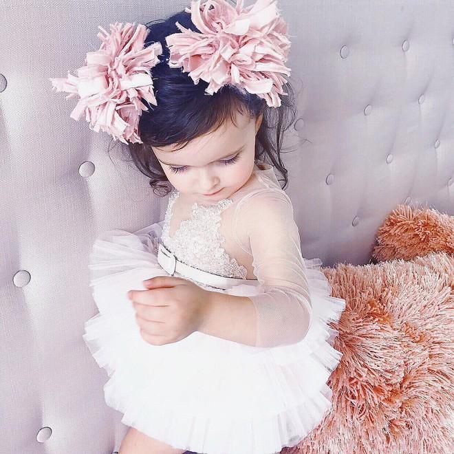 Cuộc sống xa xỉ của bé gái đẹp tựa thiên thần với tủ đồ hiệu mà mọi người lớn phải mơ ước - Ảnh 18.