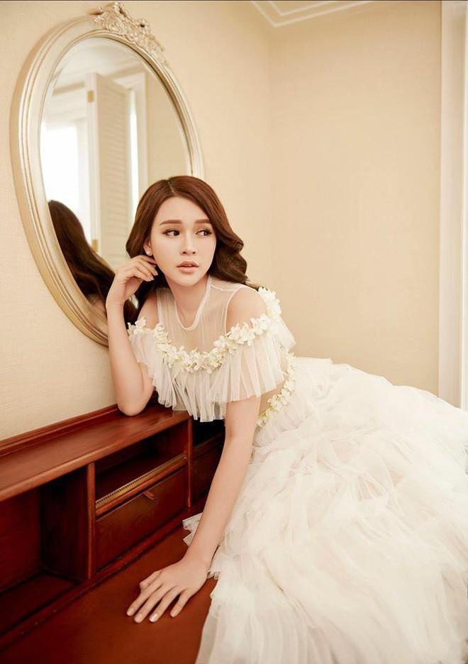 Tuổi 27 rực rỡ của Sam - cựu hot girl số 1 Sài Thành: Có trong tay 2 triệu USD, độc thân không thuộc về ai - Ảnh 3.