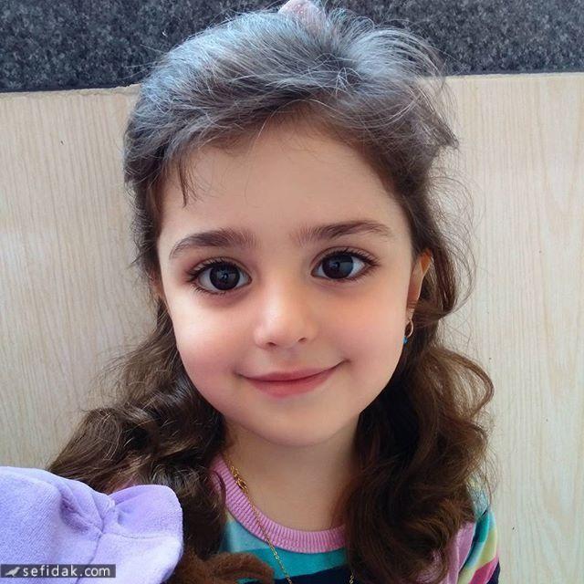 """Bé gái xinh đẹp nhất thế giới"""": Bố mẹ phải nghỉ việc, theo sát con vì sợ bị quấy rối - Ảnh 3."""