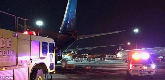 Khung cảnh hỗn loạn tại sân bay JFK sau bom bão tuyết: Hơn 6000 chuyến bay bị hủy bỏ, 2 vụ va chạm máy bay xảy ra - Ảnh 3.