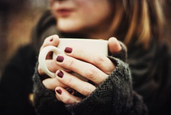 Tay lạnh cóng vì mưa rét, đâu là cách làm ấm tay nhanh và an toàn nhất? - Ảnh 3.